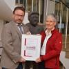 Urkunde für 70-jährige Mitgliedschaft im Tourismus- und Heilbäderverband überreicht