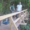 Forstrevier und Stadt Manderscheid erneuern Steg am Eifelsteig